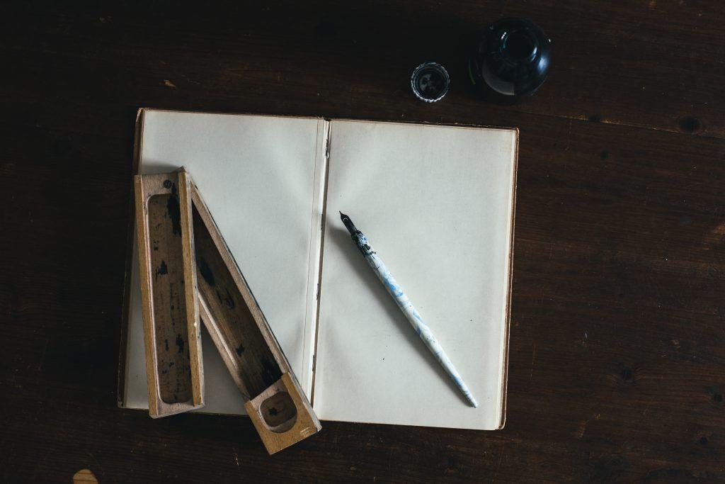 Writing Tools by Kira auf der Heide from unsplash